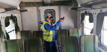 تعقيم قطارات السكة الحديد لمواجهة كورونا