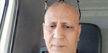 «في رقبته ٧ عيال».. مريض سرطان يشكو جحود أهله وأصدقاءه: بيتهربوا مني