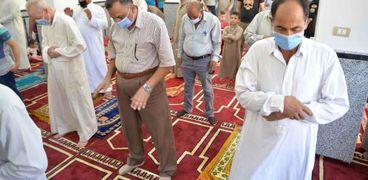 استمرار إلزام المصلين بالإجراءات الاحترازية داخل المساجد