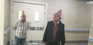 الدكتور أحمد البتاجى وكيل وزارة الصحة بمطروح خلال تفقدة إحدى المنشآت الطبية