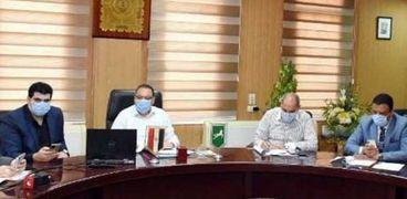 محافظة الشرقية يشدد على حظر تقديم الشيشه بالمقاهي