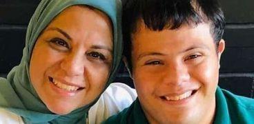 السيدة إيمان والي ونجلها إبراهيم الخولي أول معيد من متلازمة داون