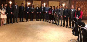 وزيرة الهجرة خلال لقائها بمجموعة من شباب المصريين بالخارج