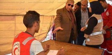 محافظ الإسماعيلية يتفقد مركز الإغاثة ومواجهة الطوارىء والأزمات بمعسكر القرش .