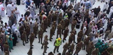 انتحار وافد قفز من سطح المسجد الحرام لصحن الطواف