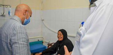 وكيل صحة الشرقية يستمع لمرضى مستشفى ديرب نجم