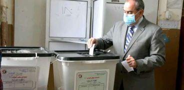 محمد منار  عنبة وزير الطيران يدلي بصوته في انتخابات النواب