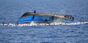 غرق وفقدان 9 أشخاص أثر انقلاب قارب صيد في شرق إندونيسيا