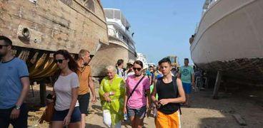 السياح