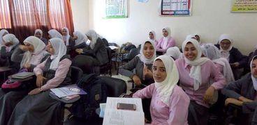 طالبات مدرسة تمريض .. صورة أرشيفية