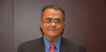 الدكتور عبدالفتاح سعود