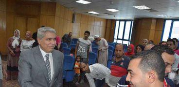 محافظ المنيا يلتقي الفائزين في مشروع شارع مصر