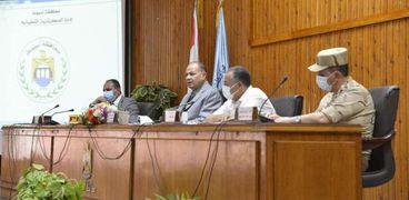 جانب من جلسة المجلس التنفيذي لمحافظة أسيوط