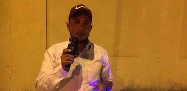 الشاب عمر طه يغني في شوارع الإسماعيلية