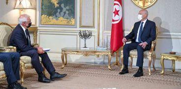 الرئيس التونسي «يمين» خلال لقائه مع الممثل الأعلى للشؤون الخارجية والسياسية والأمنية بالاتحاد الأوروبي جوزيف بوريل «يسار»