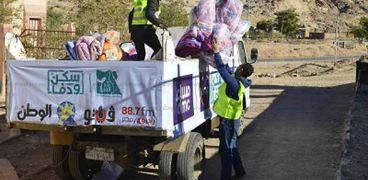 الحملة خلال توزيع «البطاطين والألحفة» على منازل «سانت كاترين»