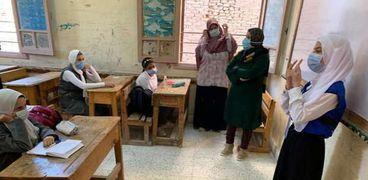 الطلاب يلتزمون بارتداء الكمامات خلال الفصل الدراسي الأول بسبب كورونا - صورة أرشيفية