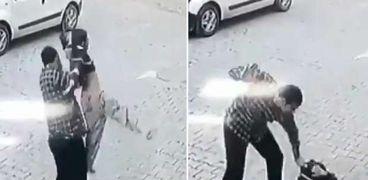 الطفل السوري يتعرض للضرب بوحشية