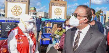 محافظ الإسكندرية مع نادي روتاري