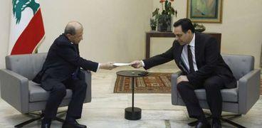 حسان دياب يسلم الرئيس اللبناني استقالته