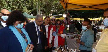 الدكتورة إيناس عبدالدايم وزيرة الثقافة خلال افتتاح معرض