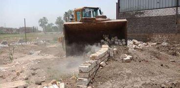 محافظة سوهاج : إزالة 21 حالة تعدي على الاراضي الزراعية والبناء المخالف