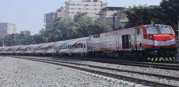 قطارات السكة الحديد - أرشيفية