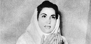 كاريوكا بالحجاب أثناء النهار
