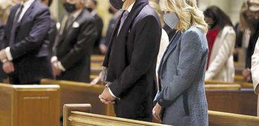 «بايدن» وزوجته خلال القداس الذى أقيم قبيل حفل تنصيبه