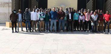 الطلاب الأفارقة في المصرية اليابانية يزرون المتحف القومى للحضارة