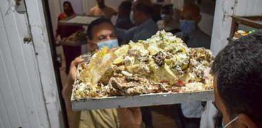 إعدام 1.5 طن أغذية غير صالحة وغلق مصنعين للحلويات بالشرقية