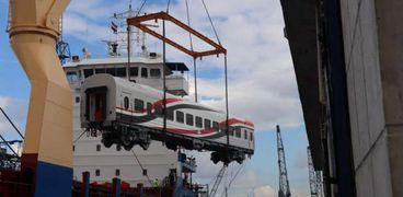 وصول دفعة جديدة من عربات السكك الحديدية لميناء الإسكندرية