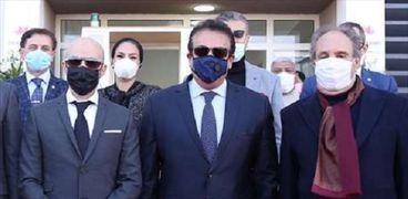دكتور خالد عبدالغفار يفتتح دار عزل مستشفى سعاد كفافى الجامعى