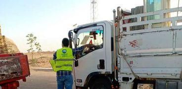 """""""افطارك معاك """" مبادرة لتوزيع وجبات غذائية علي الصائمين في الطرق السريعة بادفو"""