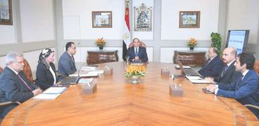 جانب من اجتماع الرئيس برئيس الوزراء وبعض  من الوزراء