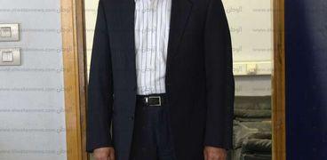 الدكتور حسين منصور