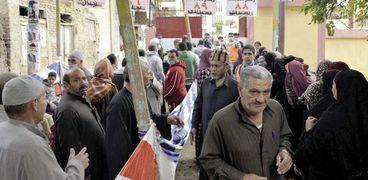 المواطنون يتوافدون على لجان الانتخابات