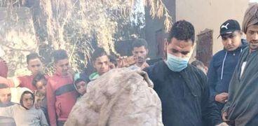 العثور على فستان زفاف وملابس داخلية وأسحار العقد السبعة في مقابر الفيوم