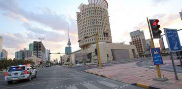 شوارع الكويت تخلو من المواطنين بسبب حظر التجوال في وقت سابق