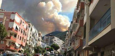 بالفيديو..اندلاع حرائق هائلة في غابات محافظة أزمير التركية