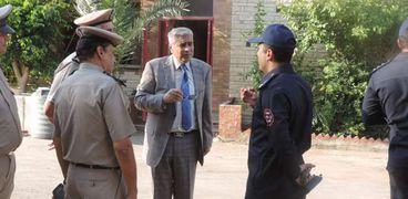 صورة اللواء قاسم حسين، مدير أمن الفيوم مع ضباط الحماية المدنية