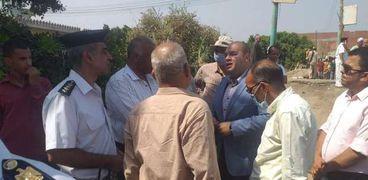 نائب محافظ الجيزة خلال حملة لازالة التعديات علي املاك الدولة بالعياط