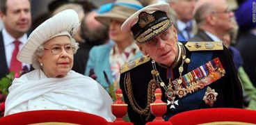 الأمير فيليب وزوجته الملكة إليزابيث