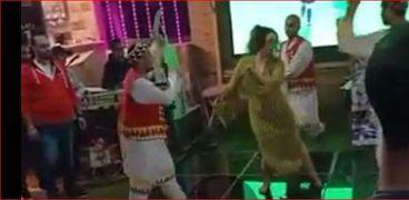الراقصة أحيت حفل عيد ميلاد بمركز الشباب