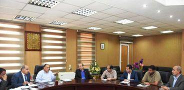محافظ الشرقية يعقد إجتماعاً لبحث أوجه التنسيق والتعاون بين جهات العمل