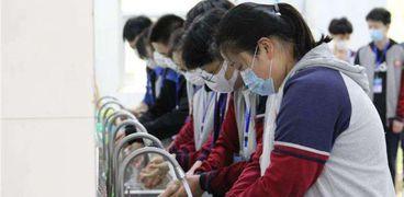 التلاميذ يلتزمون بتنفيذ الإجراءات الاحترازية لمواجهة كورونا داخل المدارس