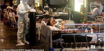 أقارب ضحايا كورونا في الهند استلموهم جثث : الأطباء تركوهم للموت