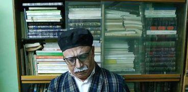 مدرس لغة عربية يصنع مواد فيلمية من المناهج التعليمية