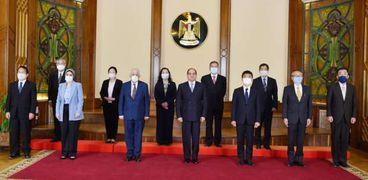 استقبل الرئيس عبد الفتاح السيسي اليوم مجموعة الخبراء اليابانيين المشرفين على منظومة المدارس المصرية اليابانية في مصر