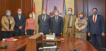 محافظ الإسكندرية مع عميد معهد علوم البحار